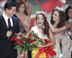 A Jan. 30, 2010 file photo shows host Mario Lopez watches Miss Virginia Caressa Cameron, center, react as she is crowned Miss America by Miss America 2009 Katie Stam, in Las Vegas. Pageant officials say that the beauty competition has signed a three-year deal with ABC, with plans to air next year's pageant live on Jan. 15. (AP Photo/Eric Jamison/file)